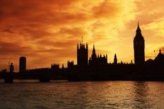 Westminster und die Häuser des Parlaments am Sonnenuntergang Lizenzfreie Stockfotografie