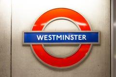 Westminster undertecknar in den London tunnelbanan Royaltyfri Fotografi