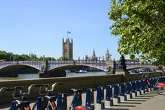 Westminster y el río Támesis, Londres, Inglaterra Imágenes de archivo libres de regalías