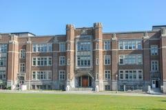 Westmount parkerar grundskolabyggnad royaltyfria foton