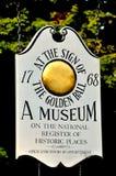 Weston, MA: 1768 Złotych Balowych tawern znaków Zdjęcia Stock