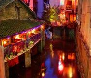 Weststraße Yangshuo nachts zieht das Touristenspeisen und -nacht an Lizenzfreies Stockbild