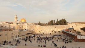 Westwand Israels, Jerusalem Die Klagemauer, Klagemauer, jüdischer Schrein, alte Stadt von Jerusalem, orthodoxe Juden beten stock video footage