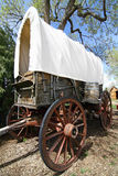 Westward Ho!. A traditional covered wagon like the type that was used to carry pioneers to the American West Stock Photos