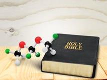 Wetenschap en godsdienst royalty-vrije stock afbeeldingen