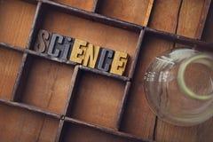 Wetenschap met gezet houten nauwkeurig die wordt beschreven die royalty-vrije stock afbeeldingen