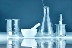 Wetenschappelijk laboratorium experimenteel glaswerk, Symbolisch van wetenschap royalty-vrije stock foto