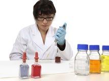 Wetenschapper in laboratorium stock afbeelding