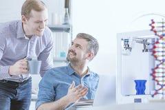Wetenschappers en 3D printer Stock Afbeelding