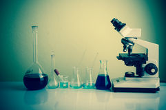 Wetenschapslaboratorium met chemisch thema Stock Foto's