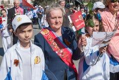 Weterani sport z dziećmi chodzi na paradzie Zdjęcie Royalty Free