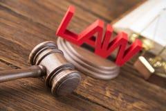 Wetsthema, houten hamer van rechter, houten hamer royalty-vrije stock afbeelding