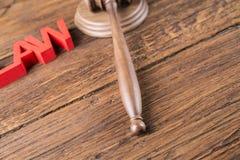Wetsthema, houten hamer van rechter, houten hamer royalty-vrije stock foto