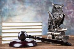 Wetsthema, houten hamer van rechter, houten hamer royalty-vrije stock foto's