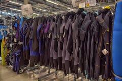 Wetsuits w sportowych towarów sklepie Obrazy Stock
