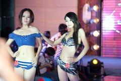 Wettbewerb Badebekleidungs--Dfünfzig-erster Fräuleins International Jiangxi Stockfoto
