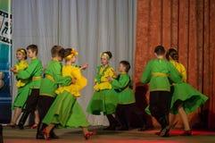 Wettbewerb des choreographischen Kollektivtanzes des Lebens in der Stadt von Kondrovo der Kaluga-Region in Russland im Jahre 2016 Stockfotografie