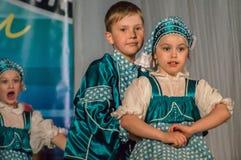 Wettbewerb des choreographischen Kollektivtanzes des Lebens in der Stadt von Kondrovo der Kaluga-Region in Russland im Jahre 2016 Stockfotos