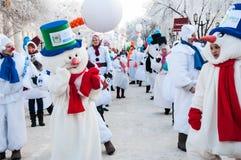 Wettbewerb des neuen Jahres von Schneemännern. Lizenzfreie Stockfotos