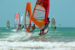 Wettbewerb des Windsurfens Lizenzfreie Stockfotos