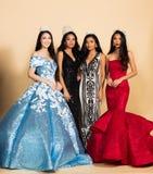 Wettbewerb Fräulein-Beauty Pageant Queen im asiatischen Kleid lizenzfreies stockbild