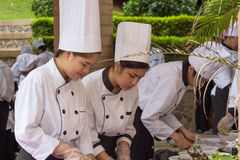 Wettbewerbs-Schule von Geschäftsführungsstudenten (Junioreisenchef) kochen Stockfotografie