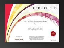 Wettbewerbsdiplom-Zertifikatrahmen und niedriger Polygonhintergrund Stockfoto