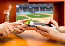 Wetten im Baseball lizenzfreies stockbild