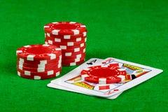 Wetten von Chips und von Blackjackhand Stockbild