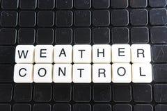 Wettertextgrundlage-Wortkreuzworträtsel Alphabetbuchstabe blockiert Spielbeschaffenheitshintergrund Weiße alphabetische Buchstabe Stockbilder