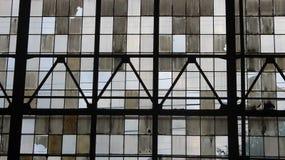 wewnątrz budynku opuszczonych rzędu okno obraz royalty free