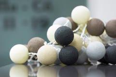 Wewnętrzna dekoracja neutralny barwić trykotowe piłki Zdjęcie Stock