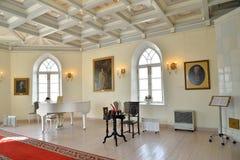 Wewnętrzna fortepianowa biała sala Priory kaplica przy Gatchina Zdjęcia Royalty Free