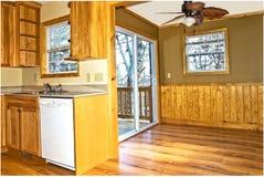 Wewnętrzna kuchnia, melina, teren nieociosany stylu dom obrazy stock