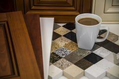 Wewnętrzna kuchnia przemodelowywa planowanie, drzwi, gabinety, kontuary obrazy royalty free
