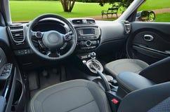 wewnętrzna samochodu w skórzany prędkość strony pojazdu Zdjęcie Royalty Free