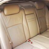 wewnętrzna samochodu w skórzany prędkość strony pojazdu Tylni skór siedzenia obraz stock
