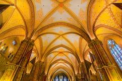 Wewnętrzne dekoracje, arkady i sufit St Matthias kościół, Obrazy Royalty Free