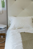 Wewnętrzny łóżkowy pokój Obraz Royalty Free