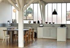 Wewnętrzny loft, kuchnia fotografia royalty free