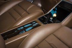 Wewnętrzny miejsce pasażera pełnych rozmiarów luksusowy samochodowy Porsche Panamera Turbo, 2016 Obraz Royalty Free