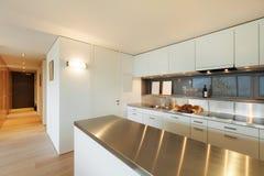 Wewnętrzny mieszkanie, kuchenny widok Zdjęcia Stock