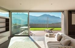 Wewnętrzny nowożytny dom, żywy pokój zdjęcie stock