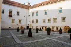 Wewnętrzny podwórze średniowieczny fagarasi forteca Fotografia Stock