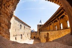 Wewnętrzny podwórze górska chata Comtal przy Carcassonne zdjęcia royalty free