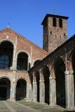 Wewnętrzny podwórze Mediolan, Włochy - - Sant'Ambrogio kościół - Zdjęcia Royalty Free