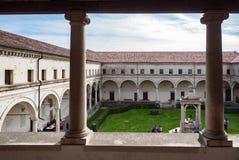Wewnętrzny podwórze przyklasztorny opactwo Carceri fotografia royalty free