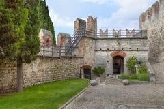 Wewnętrzny podwórze Scaliger kasztel w Malcesine zdjęcia royalty free