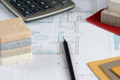Wewnętrzny projekt z materialnymi próbkami, ołówkiem i kalkulatorem, 1 Zdjęcie Stock