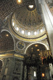 Wewnętrzny widok Świątobliwa Peters bazylika w Rzym Obraz Stock